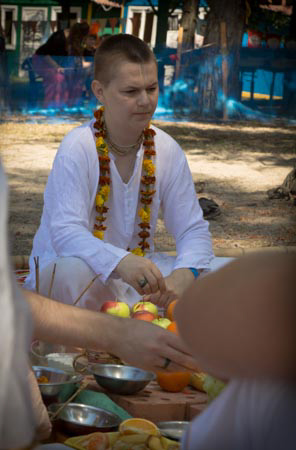 130731_Brahmana_Initiation-10