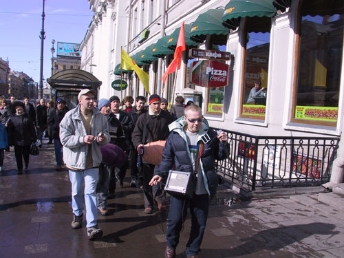 There was a midday harinama on the «Nevsky prospect» (Saint-Petersburg's main street)