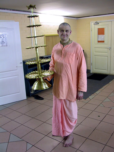 Ananda Moy Prabhu, pujari of SCSMath temple in Lakhta