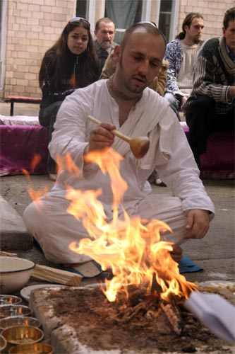 ... while Sriman Krishna Bhakta Prabhu is offering ghi to the