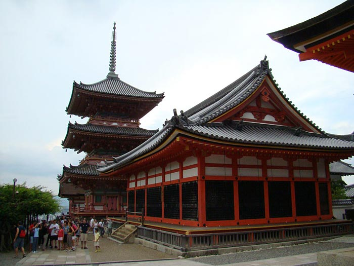 08 Kiyomisudera-Temple-in-Kyoto-famous-for-its-holy-water-natural-spring-belived-to-be-a-cure-from-all-kinds-of-diseases.-temple-w