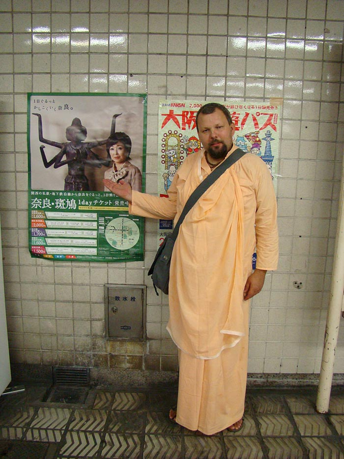 11 Avadhut-Mj.-Posing-with-poster-portrating--deity-of-Brahma-from-one-of-the-Japanese-templese-of-the
